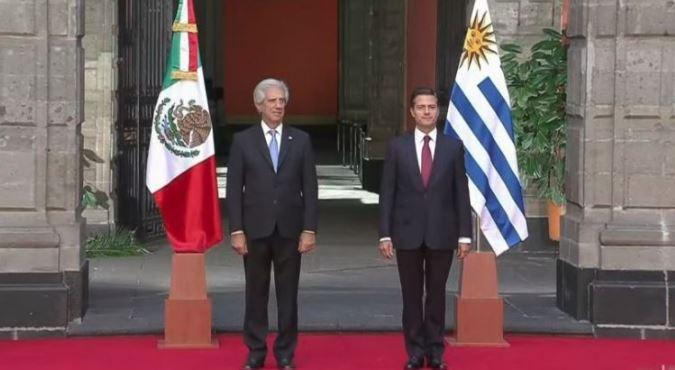 Peña intentó darle una bienvenida al presidente de Uruguay… y falló (VIDEO)