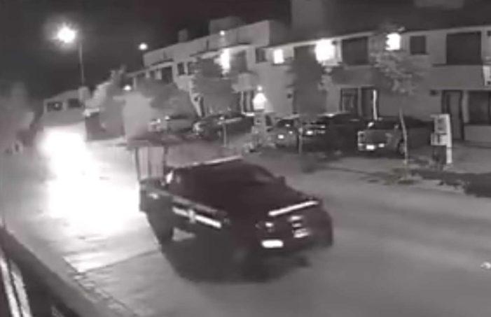 Policías de León ayudan a delincuentes a robar un auto (VIDEO)