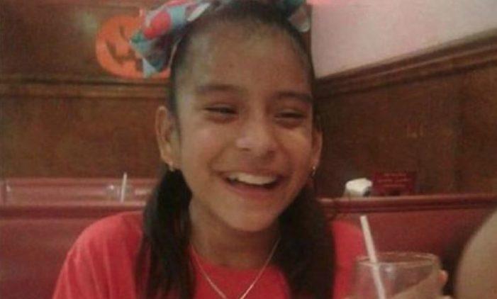 Demandan al gobierno de Trump para liberar a niña con parálisis