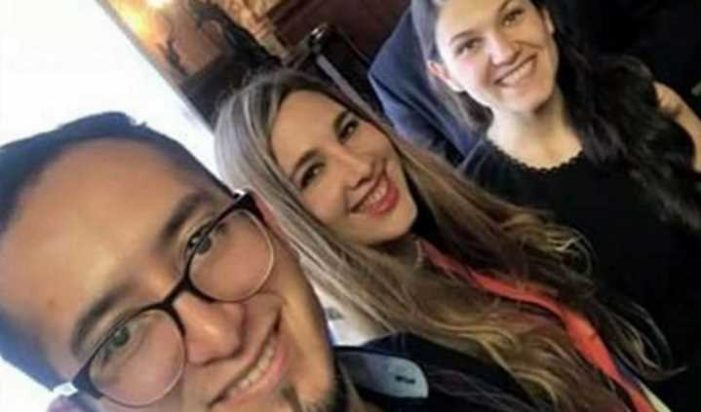 Servidores públicos se toman selfie antes de escuchar testimonios de mujeres violadas
