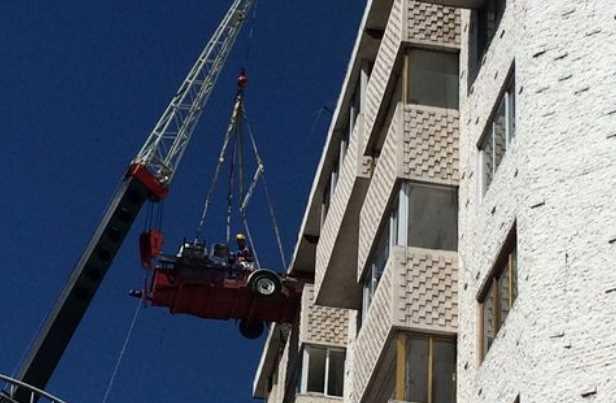 Vecinos del edificio en Xola 32 intentan recuperar pertenencias antes de la demolición