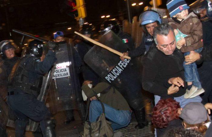 Confirman que policías torturaron a joven en desalojo de Zócalo en noviembre de 2014