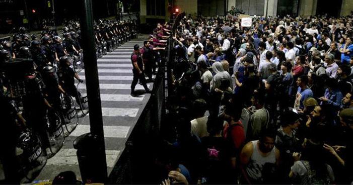Argentina: Entre represión y protestas aprueban reforma jubilatoria