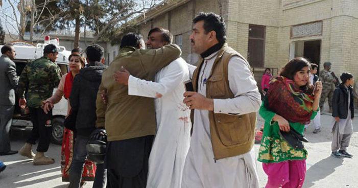 Atentado contra iglesia en Pakistán deja 9 muertos y al menos 50 heridos