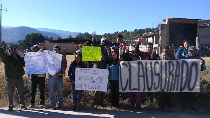 Pobladores de Ixtacamaxtitlán 'clausuran' minera canadiense