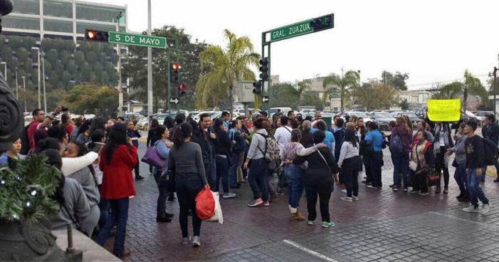 Trabajadores exigen pago de aguinaldos en 4 estados del país