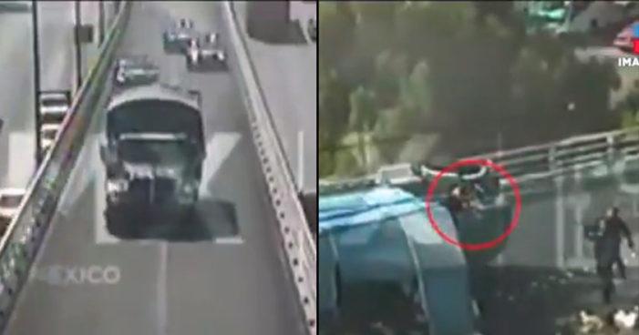 Se arma tremenda persecución por camión de frutas que chocó un taxi en Ciudad de México (Video)