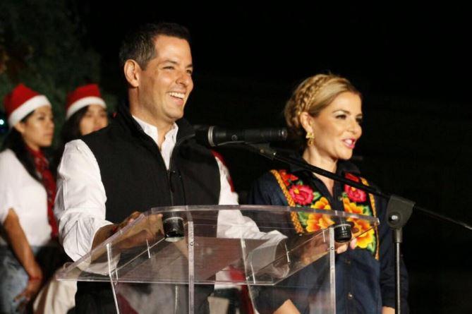 Gobernador de Oaxaca sigue ejemplo de Peña al improvisar discurso, dice 'abrido'