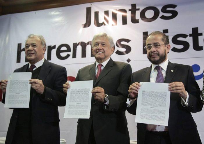 Morena, PT y PES formalizan con AMLO coalición 'Juntos haremos historia'