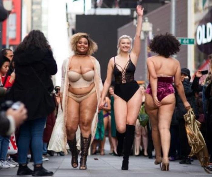 Desfilan 'antiángeles' en Nueva York, buscan tumbar los estándares de Victoria's Secret