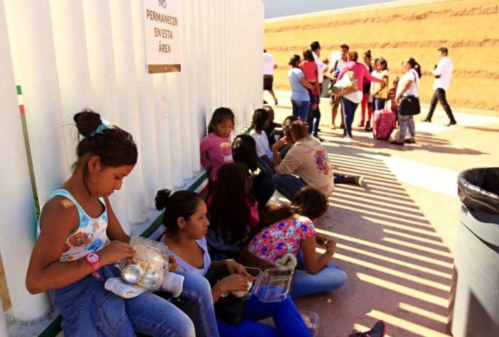 Personas de Guerrero y Michoacán piden asilo a EU ante ola de violencia en México
