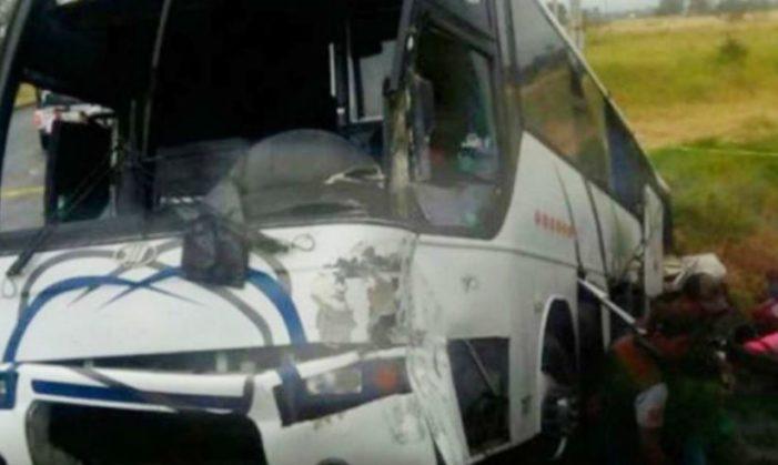 Mueren tres de los Rayados de Altamira; autobús chocó contra una locomotora