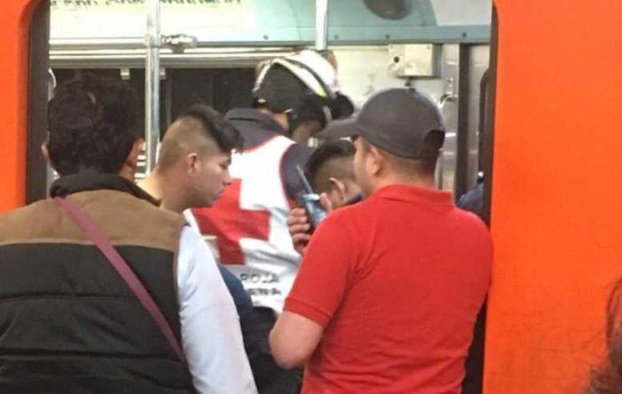 Disparan en la cabeza a pasajero en Metro Romero Rubio, delincuentes se fugan