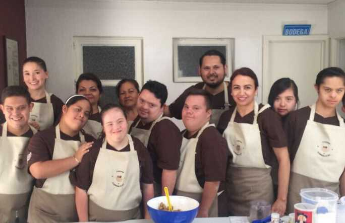 Abren la primer cafetería que es atendida por personas con Down, buscan la inclusión