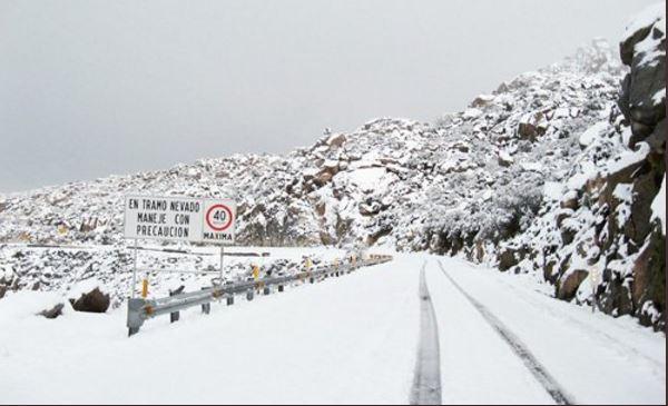 En Chihuahua fuerte nevada cierra carreteras, seguirán las bajas temperaturas