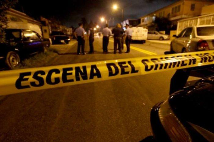 En pleno rosario, sujetos armados asesinan a dos jóvenes y hieren a tres niños