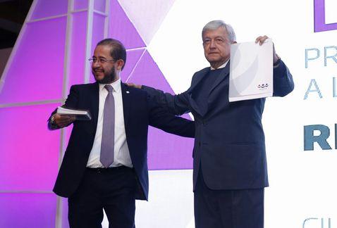 AMLO toma protesta como candidato presidencial del PES (En VIVO)