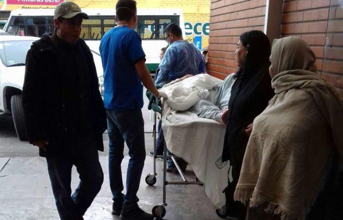 Pacientes son atendidos en estacionamiento de hospital del IMSS en Saltillo