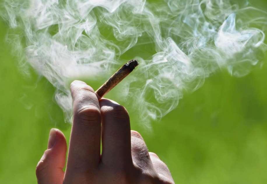 Decenas hicieron filas en California para comprar marihuana recreativa