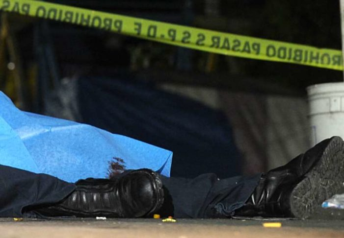 En asalto en Iztacalco, matan a un policía y hieren a otro