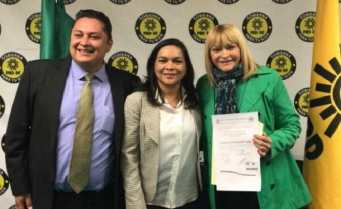 Rocío Banquells se registra como precandidata del PRD a una diputación