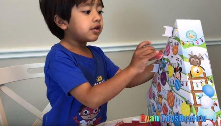 Niño gana 11 millones de dólares por reseñar juguetes en Youtube