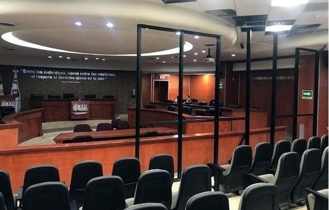 En Congreso de BC construyen valla antiprotestas, costará 200 mil pesos