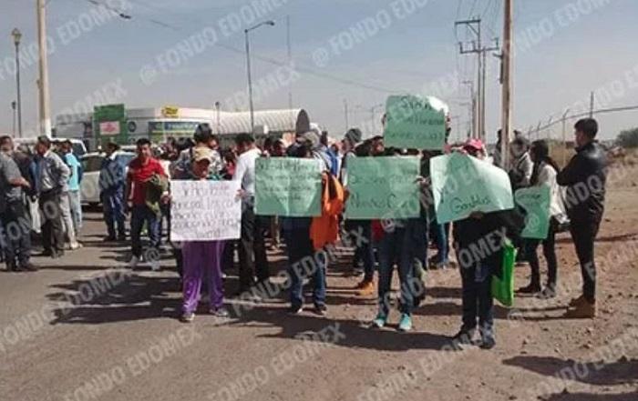 Camiones que construyen el aeropuerto, destruyen casas en Ecatepec