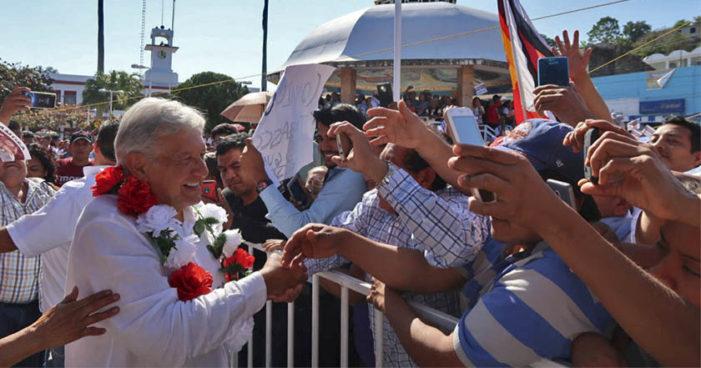 AMLO anuncia que pedirá a panistas dejar el PAN, 'desde Salinas perdió sus ideales'
