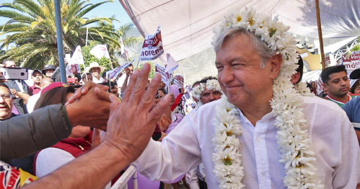 Critica AMLO a medios por cuidar a Meade y usar a EPN de 'payaso de las cachetadas'
