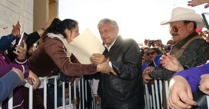 AMLO: 'Para abril o para mayo Margarita Zavala declinará a favor de Meade'