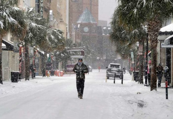 Por 'ciclón bomba' cancelan miles de vuelos en EU, temperaturas llegarán a -27 grados