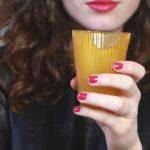 Empresa desarrolla vasos y popotes comestibles para reducir contaminacíón