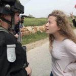 Israel lleva a joven palestina, Ahed Tamimi, de 16 años ante tribunal militar