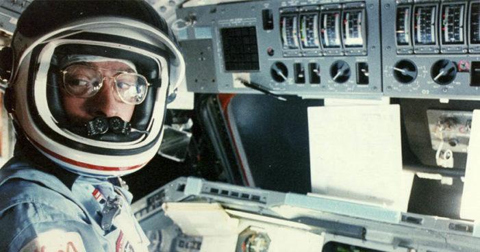 Muere el astronauta John Young, primero en volar 6 veces en el espacio