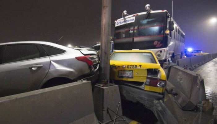 Debido al congelamiento del asfalto, en NL y Coahuila se impactan vehículos