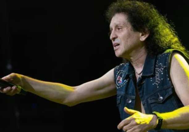 Alex Lora corre con groserías a 'sombreduros' de su concierto en Tijuana (VIDEO)