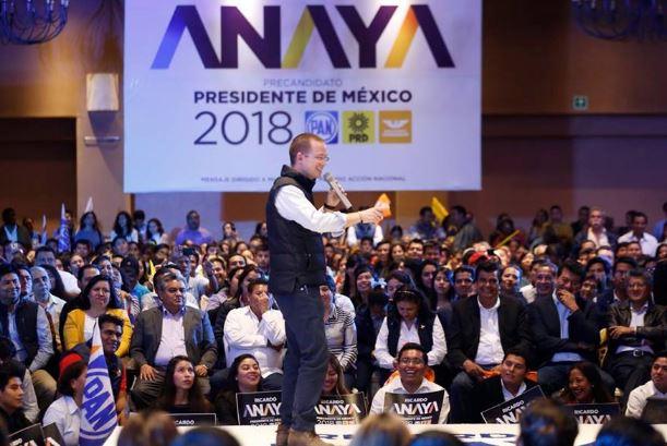 Anaya visita Oaxaca y se burla del PRI con un chiste, 'son buenos para prometer'; dice