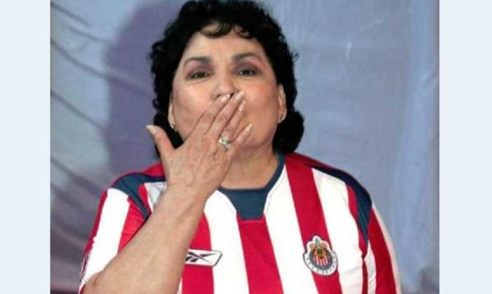 Por un reto aficionado de Chivas se tatuará a Carmen Salinas en un glúteo