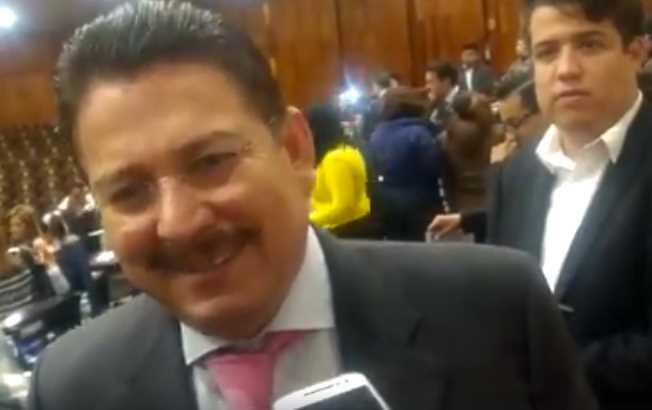 Diputado de Veracruz contesta de forma altanera e insulta a reportera, 'no preguntes estupideces'