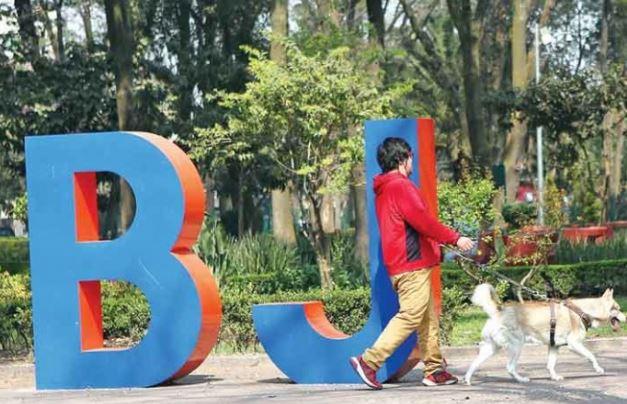 Gastan casi un millón de pesos en letras iniciales de la BJ, vecinos están inconformes