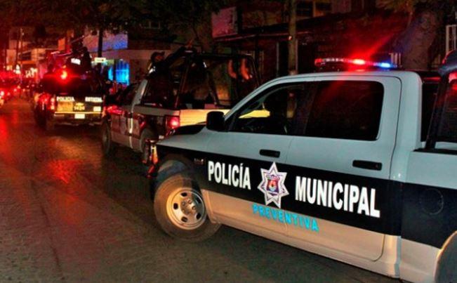 Policías piden 'mordida' a turistas españoles, se quejan de México 'es subdesarrollado y corrupto'