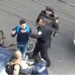 Joven que documentaba arresto en la CDMX es sometido por policías (VIDEO)
