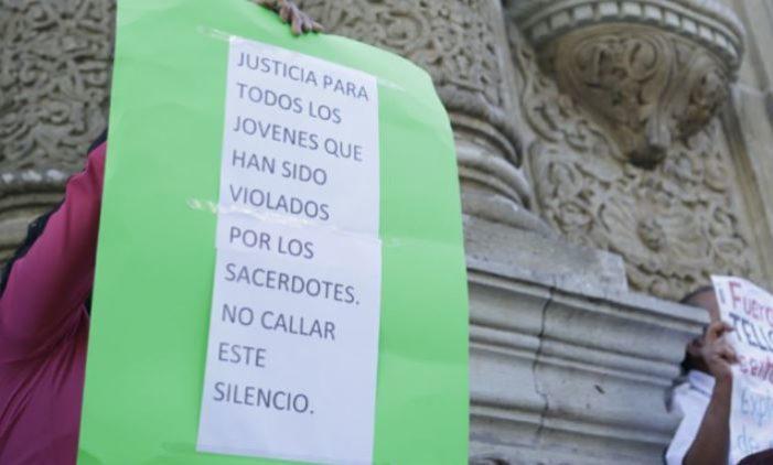 Exigen destitución de Arzobispo de Oaxaca por cubrir pederastas y cómplice de asesinato