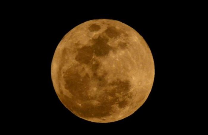 Anuncian luna roja para el 31 de enero