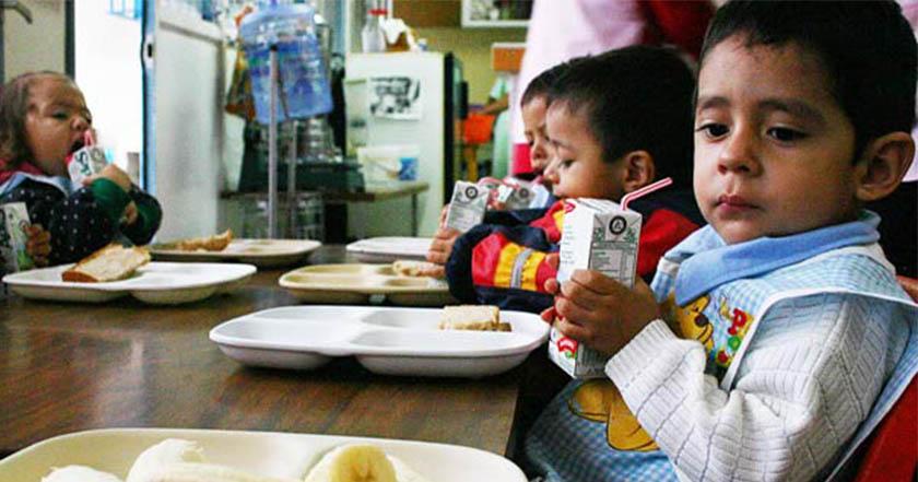 DIF Veracruz entregó leche en mal estado a niños de Zongolica
