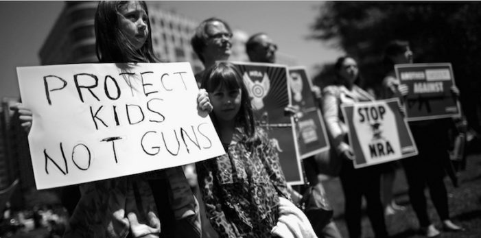 Jóvenes de EU: Marcha y huelga nacionales por control de armas