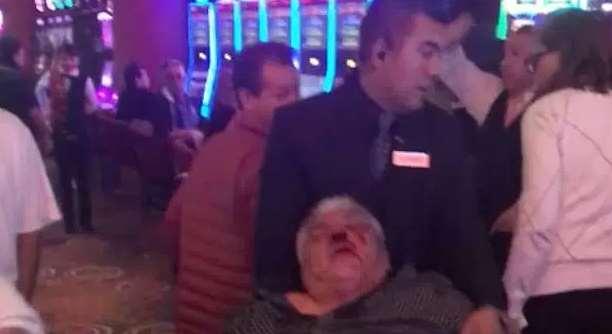 Golpean a cliente al interior del casino Astoria en Naucalpan (VIDEO)