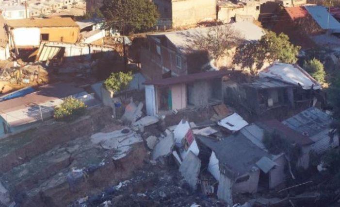 Al menos 89 se quedaron sin casa por derrumbe en Tijuana; vecinos culpan a constructores
