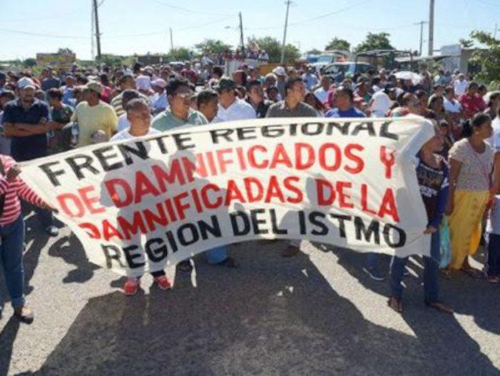 Damnificados por sismo en Oaxaca anuncian bloqueos; Gobernador inepto, acusan